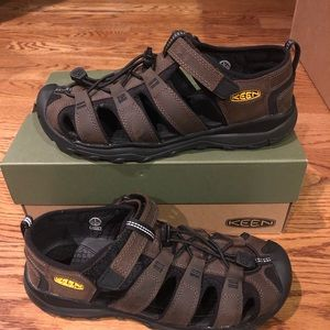 Keen Youth size 6 sandals new
